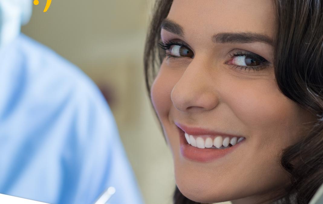¿En qué consiste una limpieza dental profesional?